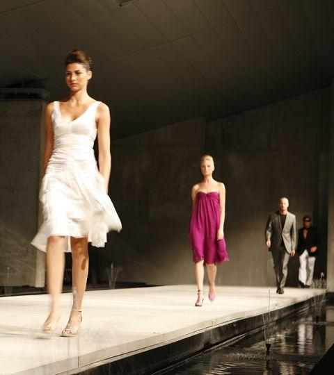 Showarchitekten für Mercedes Benz – Fashionshow / ballett, bühnenshow, eventorganisation, fashionshow, formel 1, hockenheim, kollektion, modenschau, organisation, topmodels, kunden, mercedes benz,